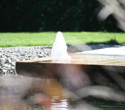 Teich mit Brunnen