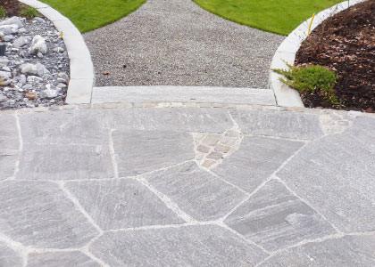 granit-mosaikplatten-calanca-mit-pflaesterung-NEU-nx